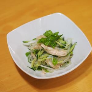 豚ヒレ肉の竜田揚げとホワイトセロリとキュウリの春雨中華サラダ