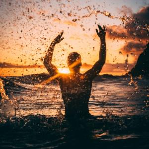 苦境の中で幸福を見つける方法