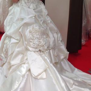 結婚式のドレスはどうする?(その1)