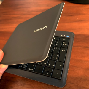 MacBook Airにピッタリ Microsoft Universal Foldable Keyboard
