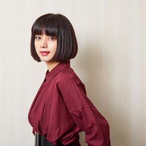 【画像】池田エライザ(23)、乳房が半分見えたどすけべ衣装で歌番組に出演し腋も見せまくってしまうwww