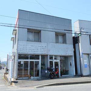 平塚「CORNER COFFEE&Design(コーナーコーヒー&デザイン)」〜アラビカの豆を使用したドリンクと自家製スイーツのカフェ〜
