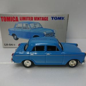 トミカ LV-04 ダットサン ブルーバード1000