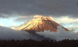 天皇の即位の礼と、富士山の初冠雪と、私と富士山の縁。