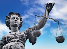 オンラインカジノの違法性「賭博罪は廃止された」論