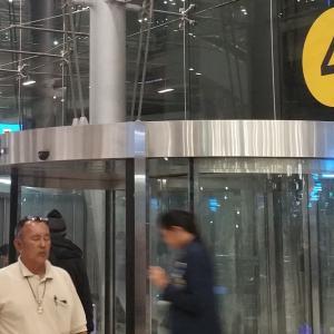タイのスワンナプーム空港での電源確保方法とSIMカードの契約プラン一覧