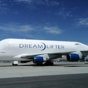 セントレアの滑走路見学ツアーに参加し、離発着するB777や日本に4機しかないDream Lifter(ドリームリフター)に大接近。併せて9月20日オープンの第二ターミナルや展示場(Aichi sky expo)、Fligt of Dreamsも見学。
