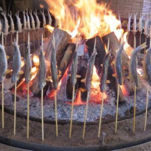 毎年恒例となっている岐阜県恵那市にある「澄ヶ瀬やな」で、鮎の塩焼きと五平餅に舌鼓