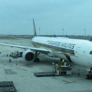 シンガポール航空(SQ955_B777-300_ファーストクラス)に乗り、ジャカルタからシンガポールへ