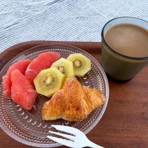 幸せな朝食♪&届いたテーブルクロス
