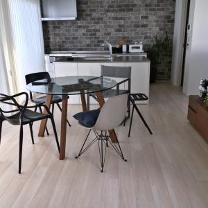 「座り心地、ナンバーワン!」の椅子と、丸テーブルの魅力!