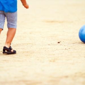 初めてサッカーをやる時の子どもに合ったサッカーボールの選び方