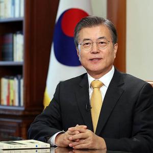 マイナス成長の経済状態を「成功」と言い張るムン大統領!⇒ 韓国人「こいつを選んだ人間は反省しろ」
