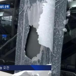 壊れた窓をシートで塞ぎ300km/h走行する韓国の高速鉄道 ⇒ 韓国人「運休させる発想はないのか?」