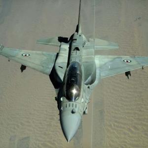 台湾空軍、F-16Vを世界初公開 ⇒ 韓国人「AESAレーダーの情報が漏れないか心配」