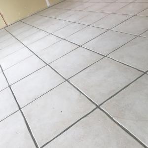 🍀LDKの床、タイル貼り