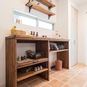 🍀キッチン背面収納の造作棚。炊飯器の場所。