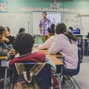 2020年度教員採用試験(小学校)の競争率2.5倍について