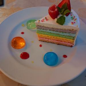 結婚指輪決定♡ 虹色ケーキ