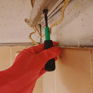 【換気扇の掃除・前半】放置しすぎの油汚れ。古いタイプの換気扇に大苦戦。