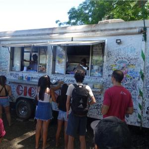 【子連れハワイ旅行】ハレイワ名物「Giovanni's Shrimp Truck Haleiwa」のガーリックシュリンププレート