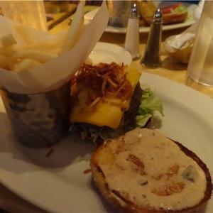 【子連れハワイ旅行】ワイキキグルメ 行列のできる人気店「The Cheesecake Factory Honolulu」でランチ