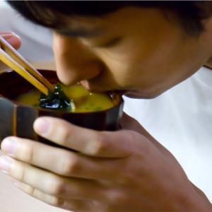 【料理初心者/大学生】2分でできる!火を使わない味噌汁の作り方