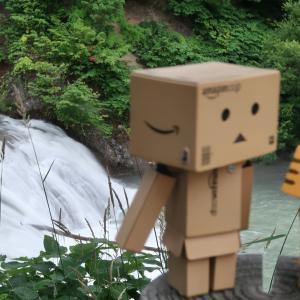 三笠市 一夜にしてできあがった魚染めの滝