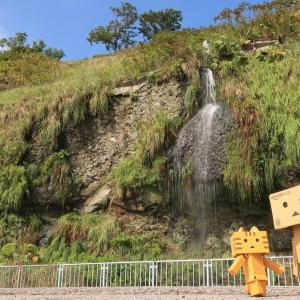 神恵内村 道沿いにひっそりと落ちる澤口の滝