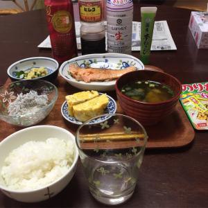 三食のご飯と遠野 遥さんの作品