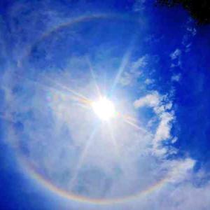【激写🌟超レアな光学現象】空にかかる虹色のアーチ🌈