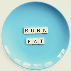 コロナ太り、コロナ疲れとは?コロナで太ったり疲れたりしたら実践してほしい解消法 – 家でできるエクササイズもあり!