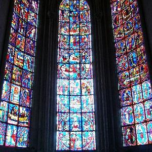 ブールジュのサンテティエンヌ大聖堂とロワール地方の古城巡りの楽しみ方