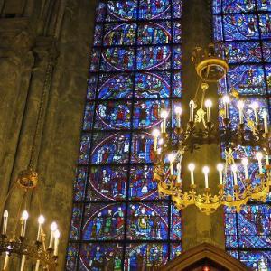 ステンドグラスが美しい世界遺産「シャルトル大聖堂」の魅力とは?