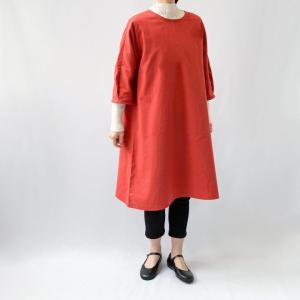 赤の起毛コットンで作った七分袖ポンチョ。販売開始は10/26㈪