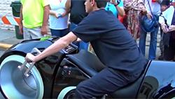 未来的なバイク:こんなの作っちゃう人って凄くね? CGかと思ったぜ。