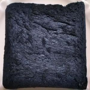 埼玉県にある真っ黒なパン『黒の生食パン』