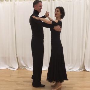 社交ダンス初心者におすすめ、ホールド練習は自宅でもできる!