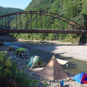 川湯野営場木魂の里 温泉の湧き出る川でキャンプ
