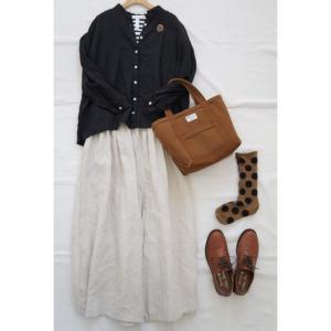 黒×キナリでリネン服のナチュラルコーデ