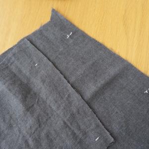 朝から隠れて大いびきと本日のハンドメイドリネン服の制作