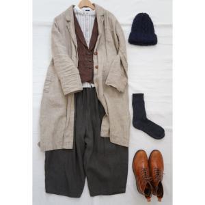 ナチュラル服とリネンのコートとベストと合わせてコーディネート