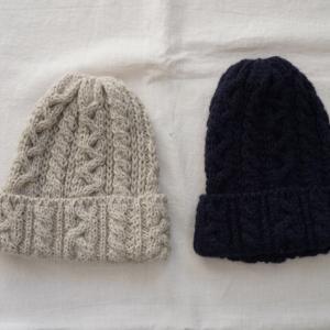 ナチュラル服と冬の帽子