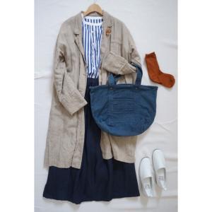 ストライプのシャツと冬ごもりのリネンスカートでナチュラルコーデ