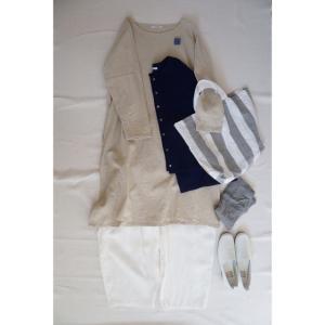 ナチュラル服の定番カラー 大人リネンのいつものワンピースキナリとコーディネート