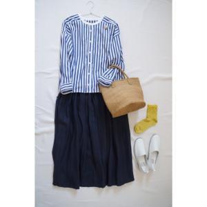 春のナチュラルコーデ♪ストライプシャツ×ネイビーのリネンスカート