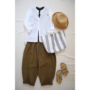 シンプルなリネンシャツと合わせてナチュラル服コーデ