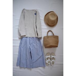 リネンプルオーバーキナリとナチュラル服とコーデ