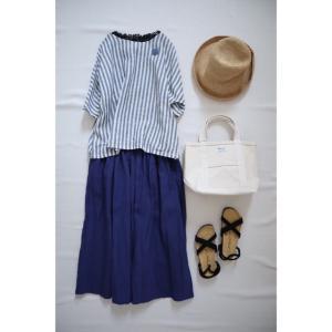 夏らしいカラーのリネンスカートでナチュラル服コーデ