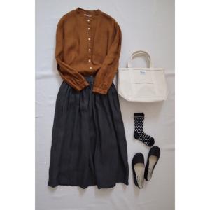 秋の実りと冬ごもりのリネンスカートで ナチュラル服コーデ
